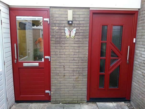Rode kunststof voordeuren Roosendaal