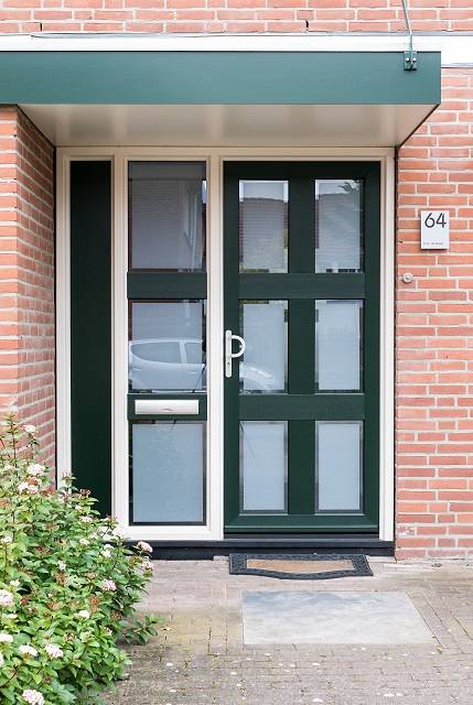 Strakke kunststof voordeur in Dordrecht
